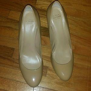 Circa Joan & David Luxe Pearly Heels